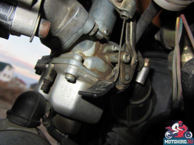 Карбюратор на одноцилиндровом моторе мотоцикла Stels FLEX 250
