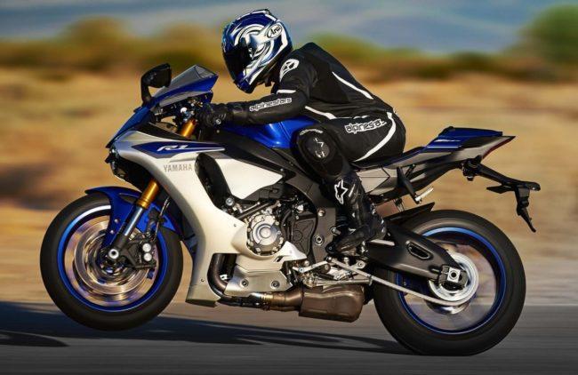 Разгон до сотни на спортивном мотоцикле Yamaha YZF-R1 на гоночном треке
