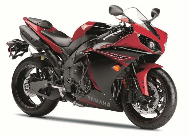 Фото сбоку мотоцикла спортивного класса Yamaha YZF-R1 от японского производителя