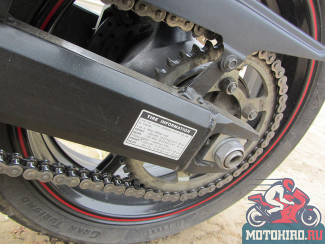 Механизм цепи на заднем колесе и болты подтяжки Yamaha FZ6