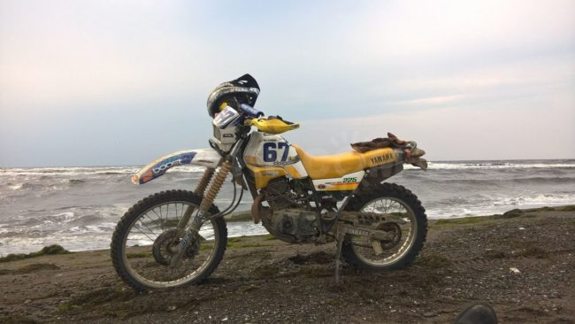 Yamaha SEROW XT225 на берегу океана