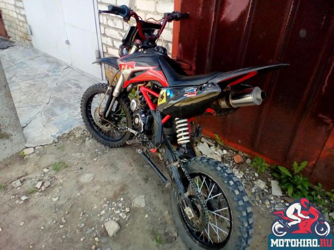 Моноамортизатор в задней части китайского мотоцикла IRBIS TTR 125