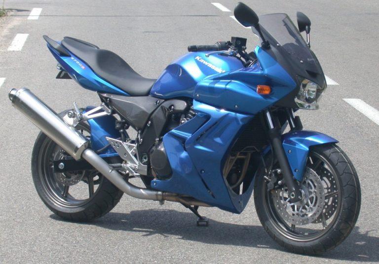 Kawasaki Z750R Z750R - цены, характеристики, комплектация.